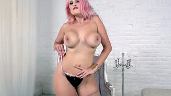 Pink-haired cougar with big XXX tits shows trimmed cunny beyond everything the livecam