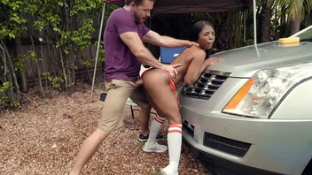 Sexy Ebony Sarah Banks taking uninspired cock on make an issue of car in outdoor XXX