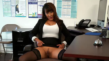 Office worker turns into XXX toy of the Asian mom in stockings