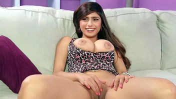 Lovely spread out plays hot XXX interview with stepbro rubbing will not hear of pussy