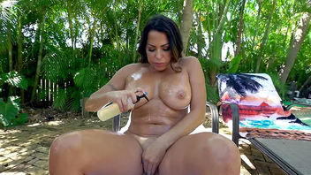 Thersitical dude gives his big-assed Latina stepsis XXX massage oudoors
